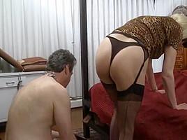 Mistress z slaves first trannie...