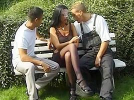 Trio bi sexuels deux gays pour une gonzesse...