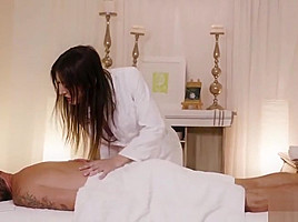 Ts masseuse rio take her bf by riding...