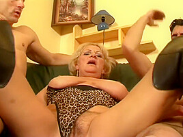 Old slut hot sex secret of the happy...