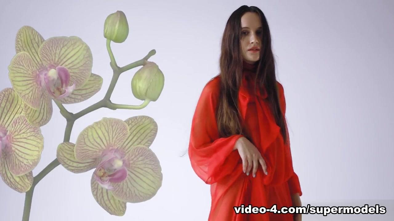 Brianna Wolf in Flower Study - SuperBeModels