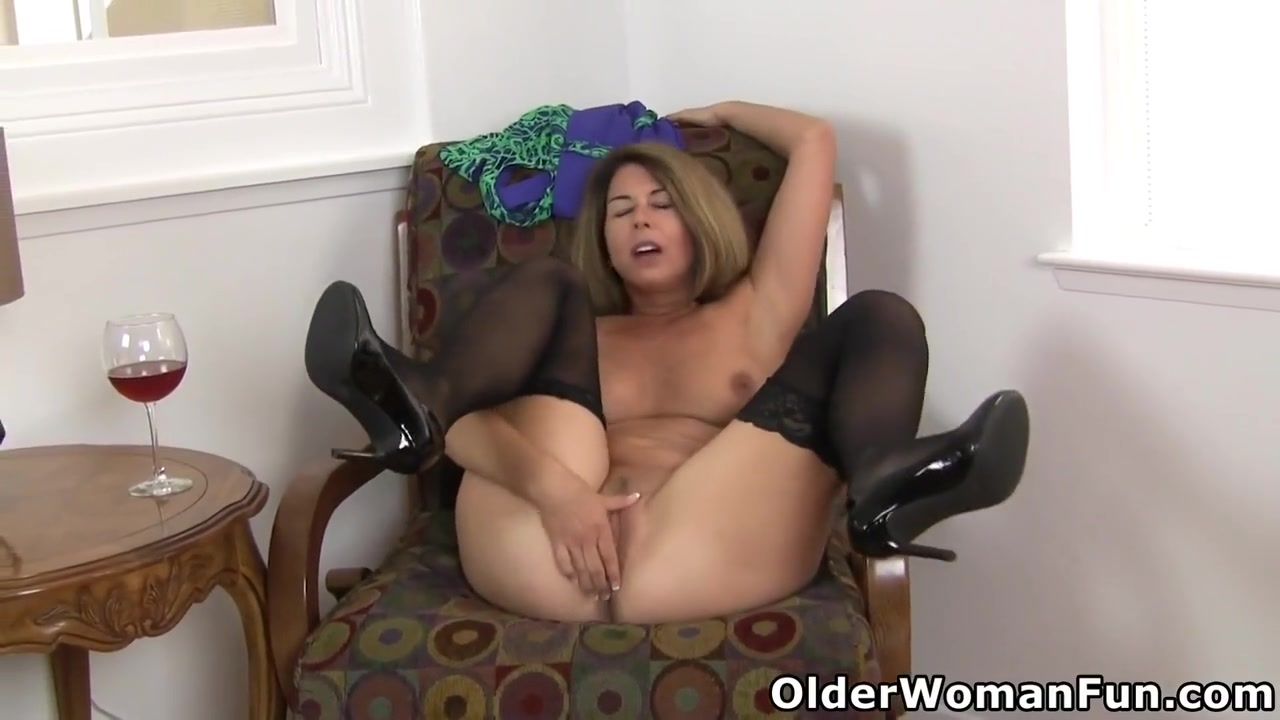 Usa Milf Niki Strips Off Her Dress Before She Lets You Ad...
