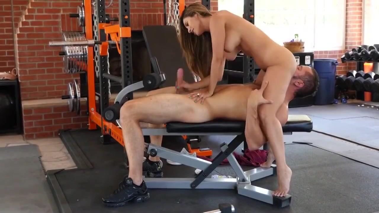 Arousing Mom Bangs In The Gym - Reena Sky