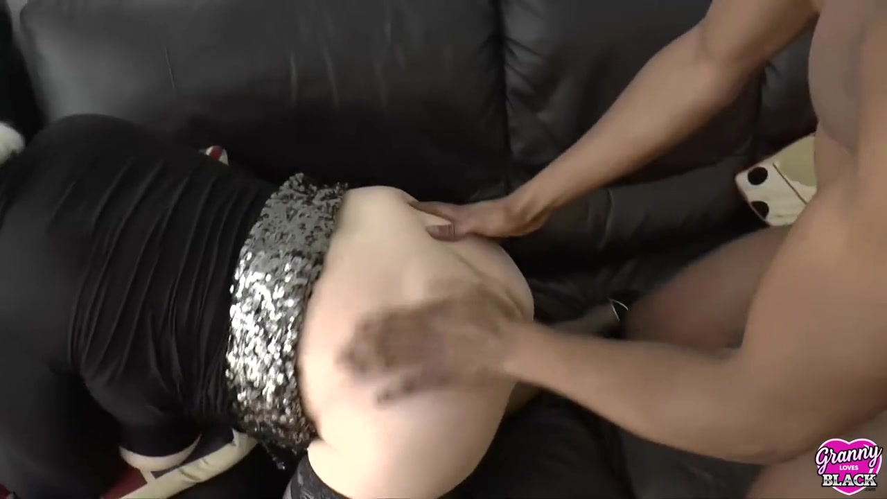 GRANNYLOVESBLACK - Slutty Lacey Pays Hung Taxi Driver Wit...