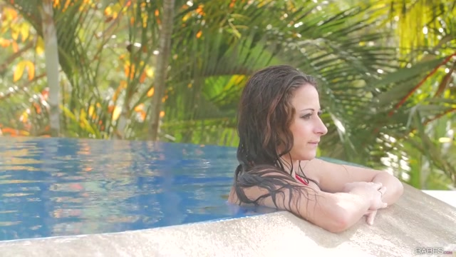 Martina Gold in Fun Pool - ElegantAnal