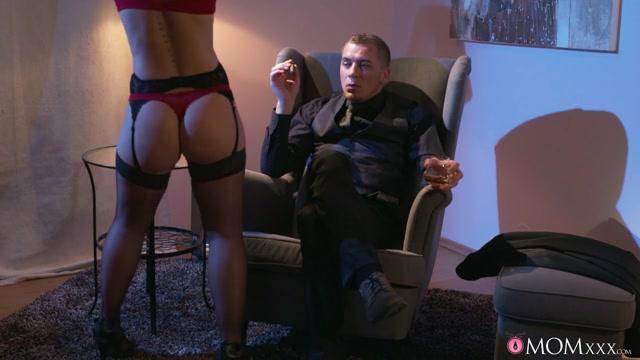 Sasha Zima & Steve Q in Mature blonde seduces in stockings - MomXxx