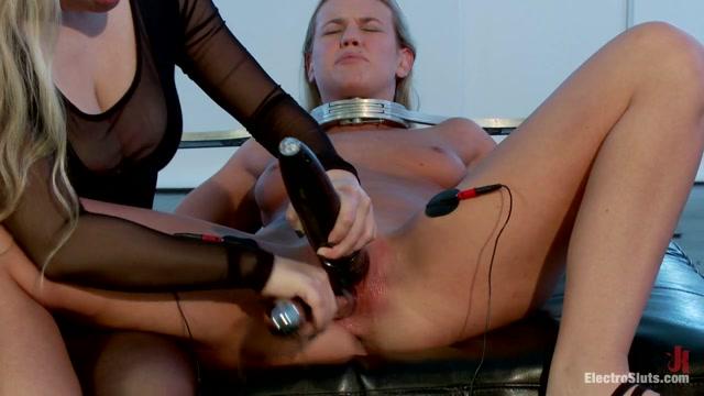 Aiden Starr & Roxy Raye in Roxy's Amazing Electro Fucking Double Penetration Fisting - Electrosluts