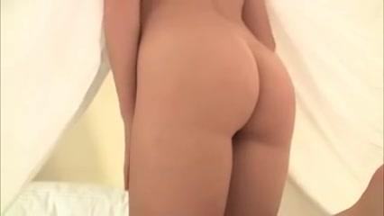 Breasty Dominatrix-Bitch Jordan Carver Hiding Below The Covers