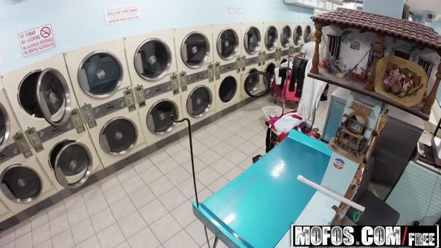 Mofos - Pervs On Patrol - Annika Eve - Latina Gets Facial In Laundromat
