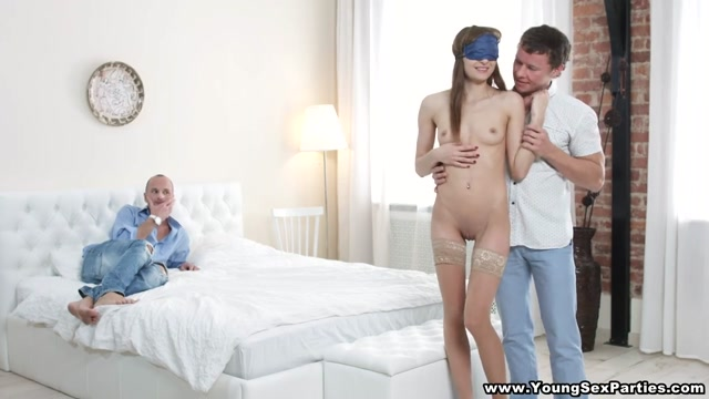 Young Sex Parties - Lola Jones - Double-fucking anal threesome