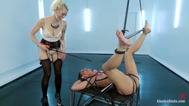 Lorelei Lee Ariel X in Ariel X Attempts A Fist Size Electroplug In Her Ass - Electrosluts