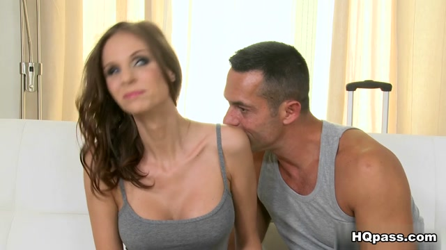 Renato & Mary Wet in Wet mary - MikesApartment