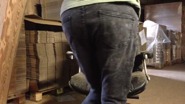 Nice ass in thongs hurts herself Geiler Hintern striptease