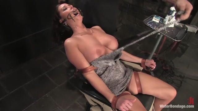 Christina Carter in Waterbondage Video