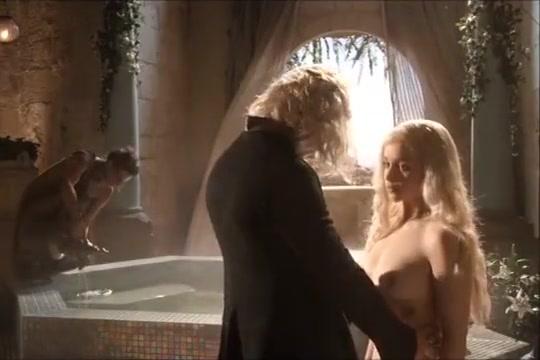 Emilia Clarke - Game Of Thrones / NUDE