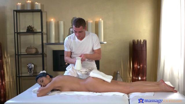 Julia De Lucia Steve Q in Creampie fucking for sexy Romanian - MassageRooms