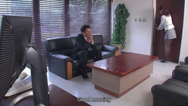 Schlanke Asiatin Aihara Miho wird mit Boss zu Dreier erpresst