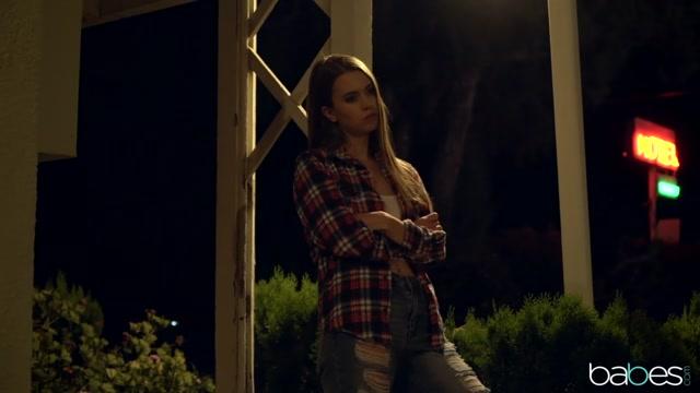 Xander Corvus & Jill Kassidy in Little Runaway - BabesNetwork