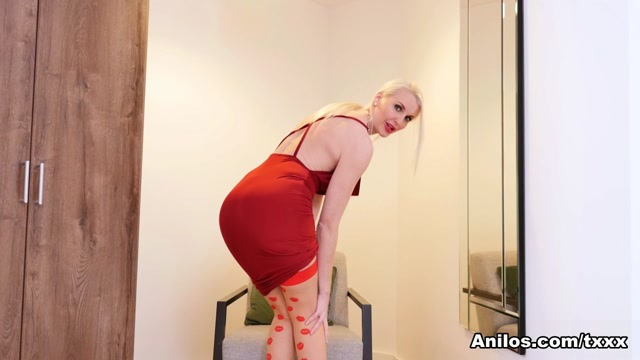Lexi Lou in Between The Lips - Anilos
