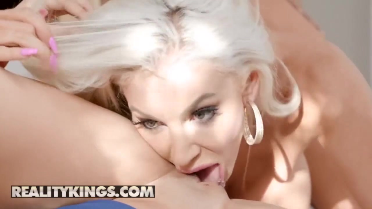 Reality Kings - Moms Bang Teens - Nicolette Shea Natalie Brooks Ricky Spanish - Gold Digger Duel