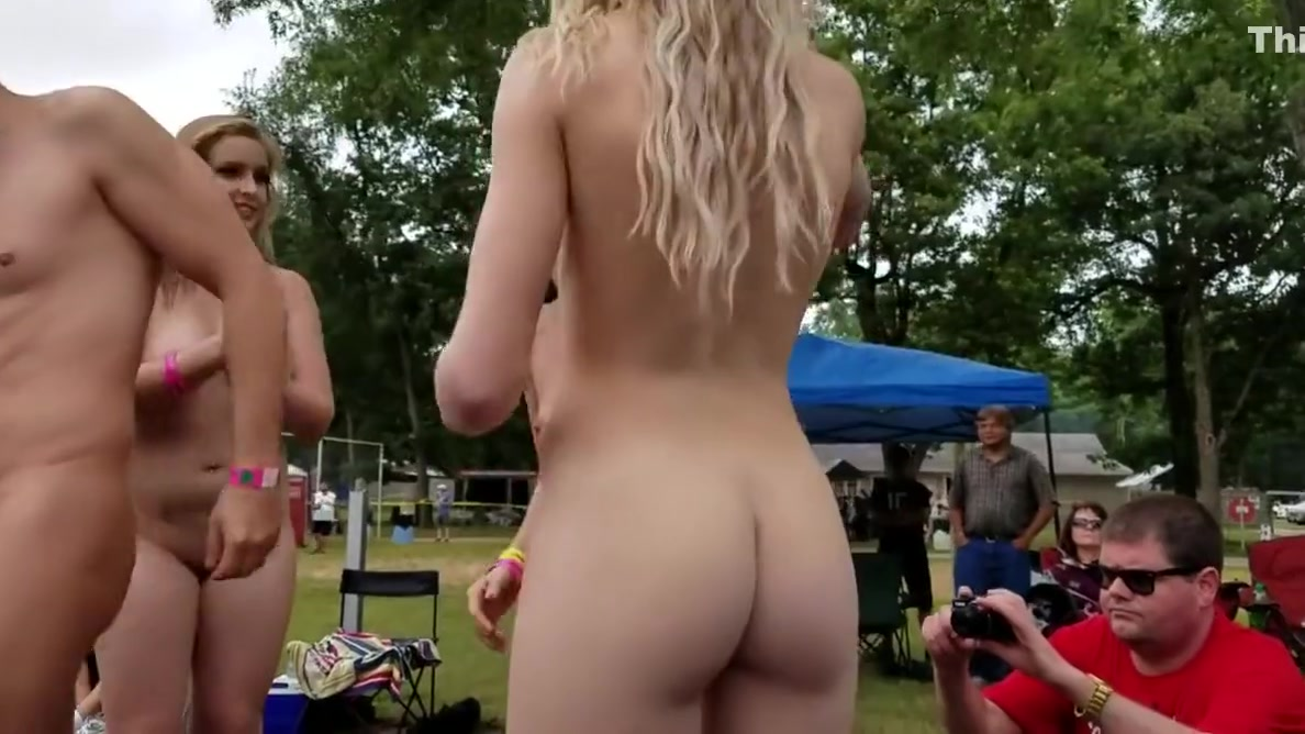 Three naked girls at 2018 Nudes a Poppin