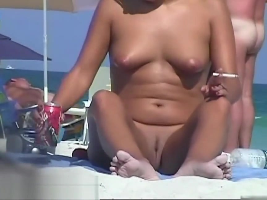 Nude beach voyeur spy cam captures naked girls