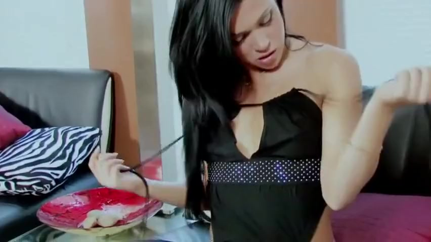 Alyssa Reese Fucks Her Pussy With A Purple Toy