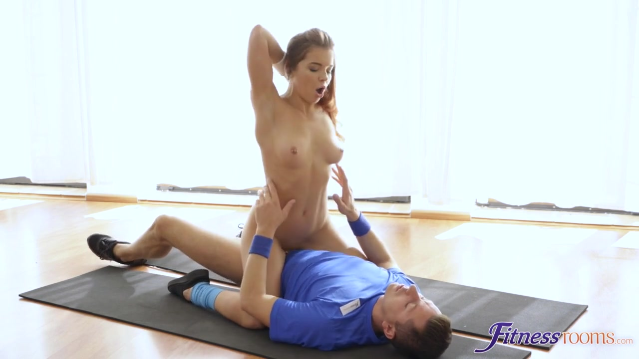 Renata Fox in Intimate anal with Russian trainer - SexyHub