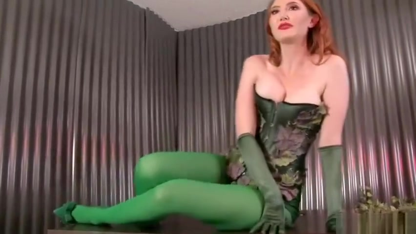 Kendra James - Poison Ivy's dominating kiss -