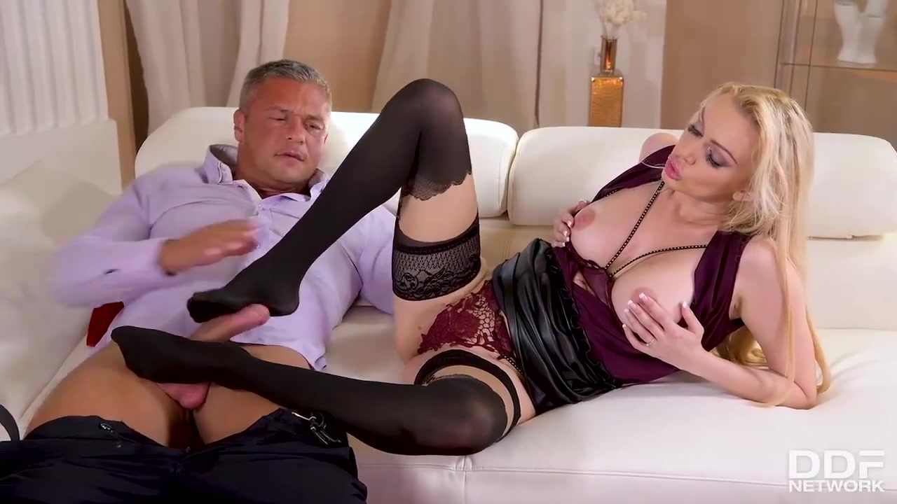 Smoking hot blonde in shoes with high heels, Amber Jayne got down and dirty with Sabby