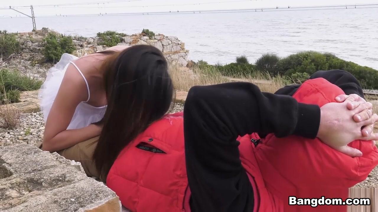 Potro De Bilbao & Martina Smeraldi in Anal In Public Makes Her Squirt - PublicInvasion