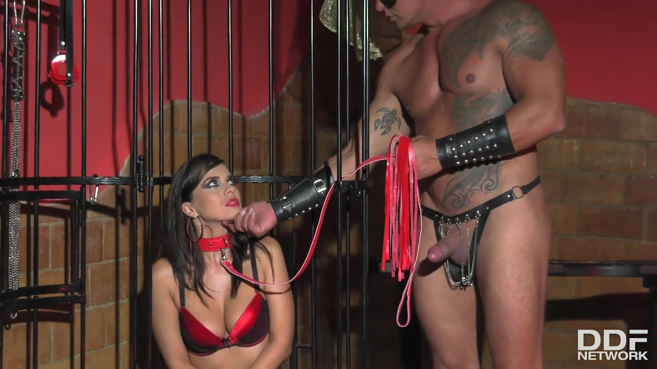 Sabby & Vicky Love in Milf In A Cage - KINK