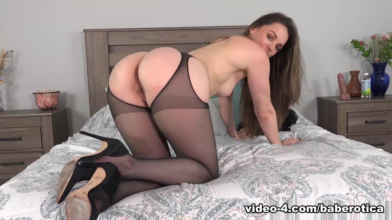 Tori Black rides a toy on a mirror until she cums - Baberotica