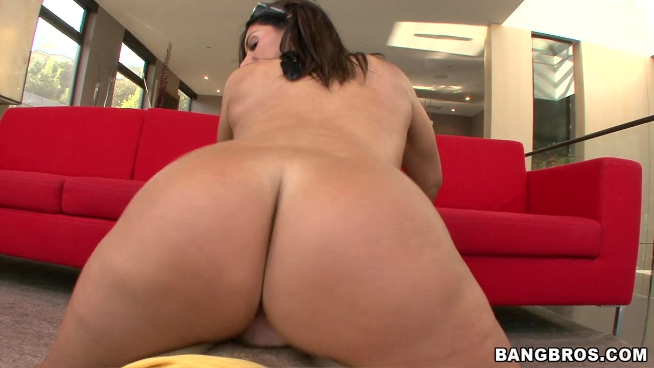 Bella Reese Knows What She Got - BigTitCreampie