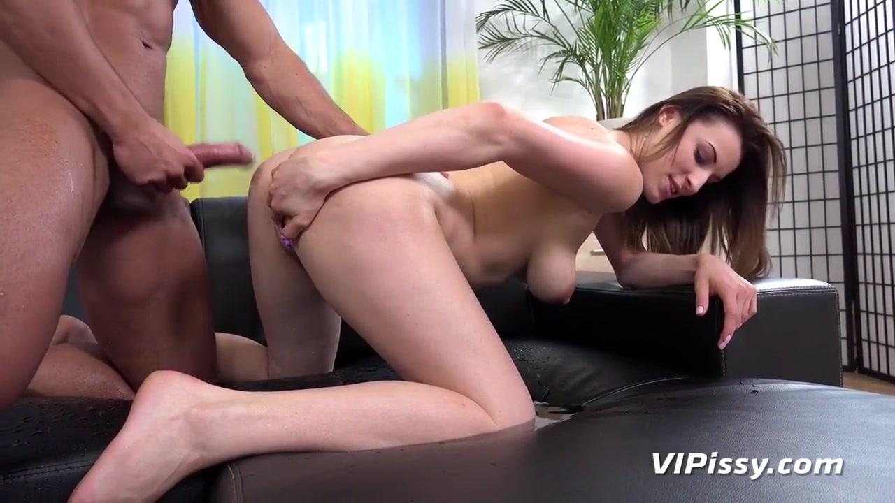 Stunning Victoria Daniels Pissing Fetish